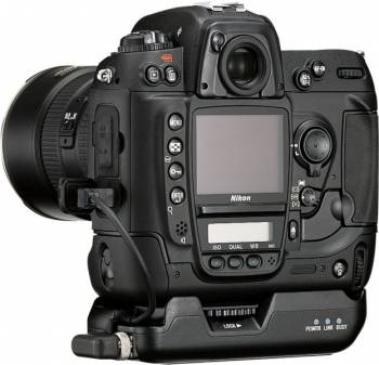 nikon_d2x_c._imaging-resource.com_.jpg